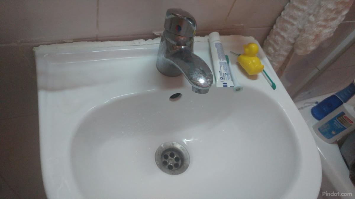 Badkamer Wasbak Verstopt : Cuba havana hans trekt wasbak van de muur en verstopt het toilet